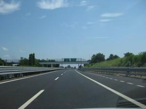 Bilsemester på motorväg i Italien
